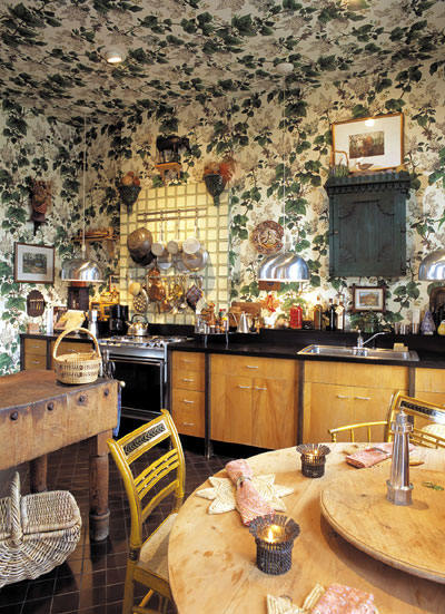 Cottages and gardens magazine article when you know what for Statement kitchen wallpaper